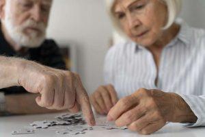 PAciente con alzheimer y su familiar