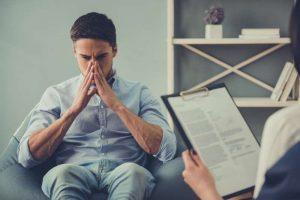Hombre con ansiedad. Psicólogos Móstoles